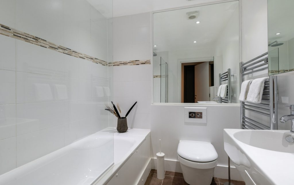 The Kennington Escape, white Bathroom, bath tub and large mirror