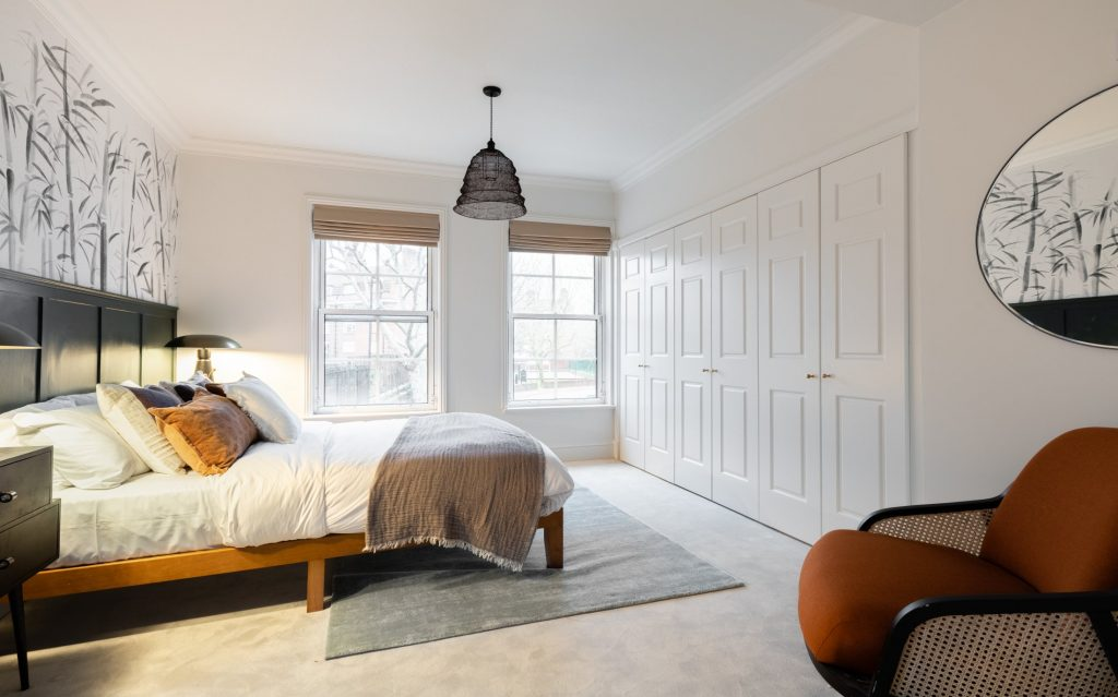 The Pimlico Townhouse, large double bedroom, scatter cushions and throw