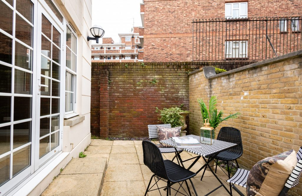 The Pimlico Townhouse, Courtyard, Outside Seating Area, double doors to living room
