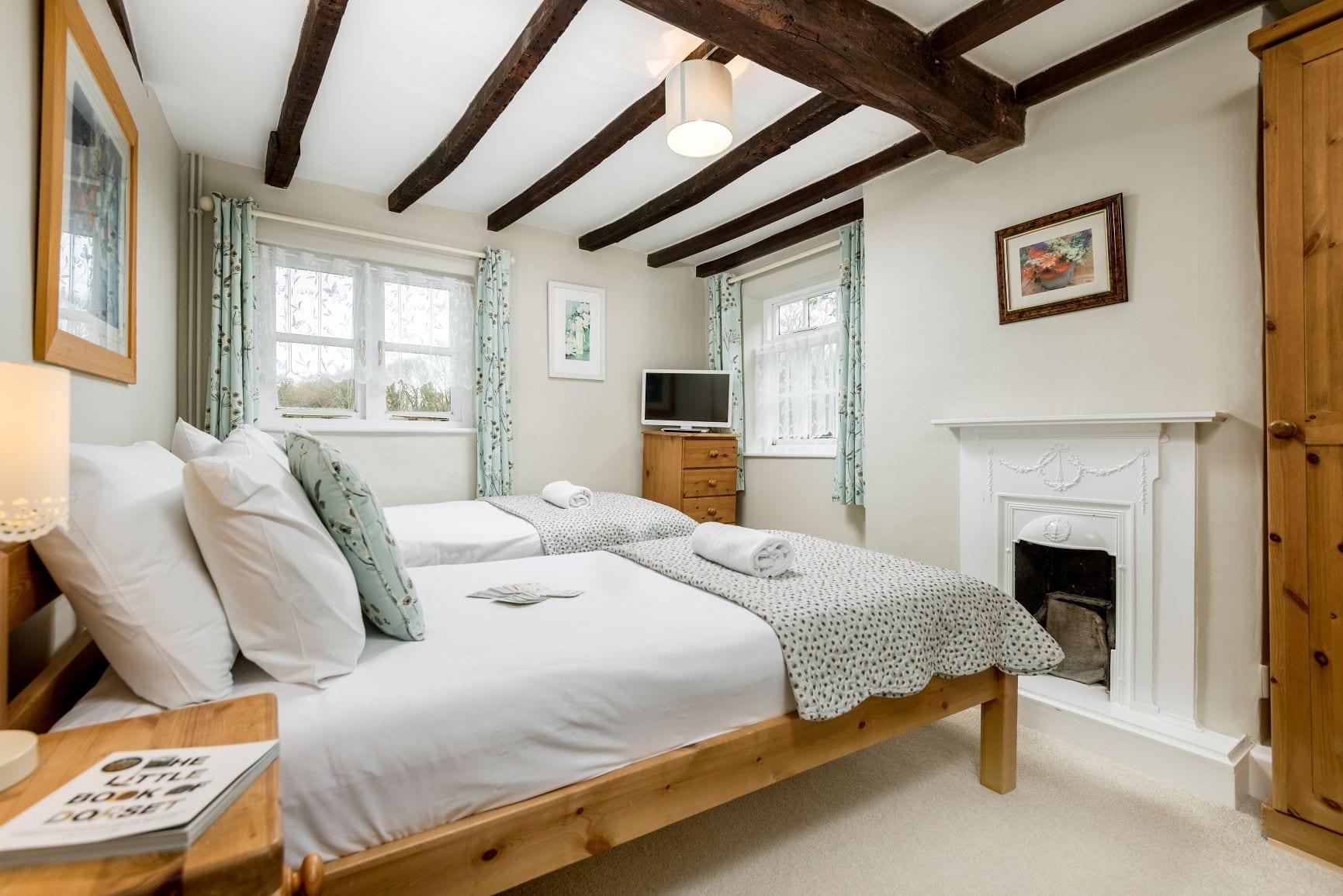 Beck Cottage, first floor twin bedroom