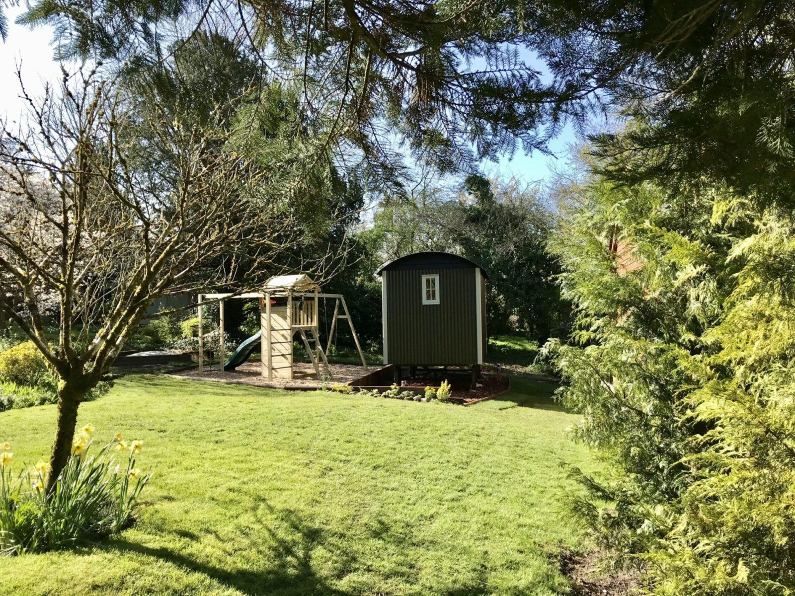 Beck Cottage Shepherd's Hut in garden
