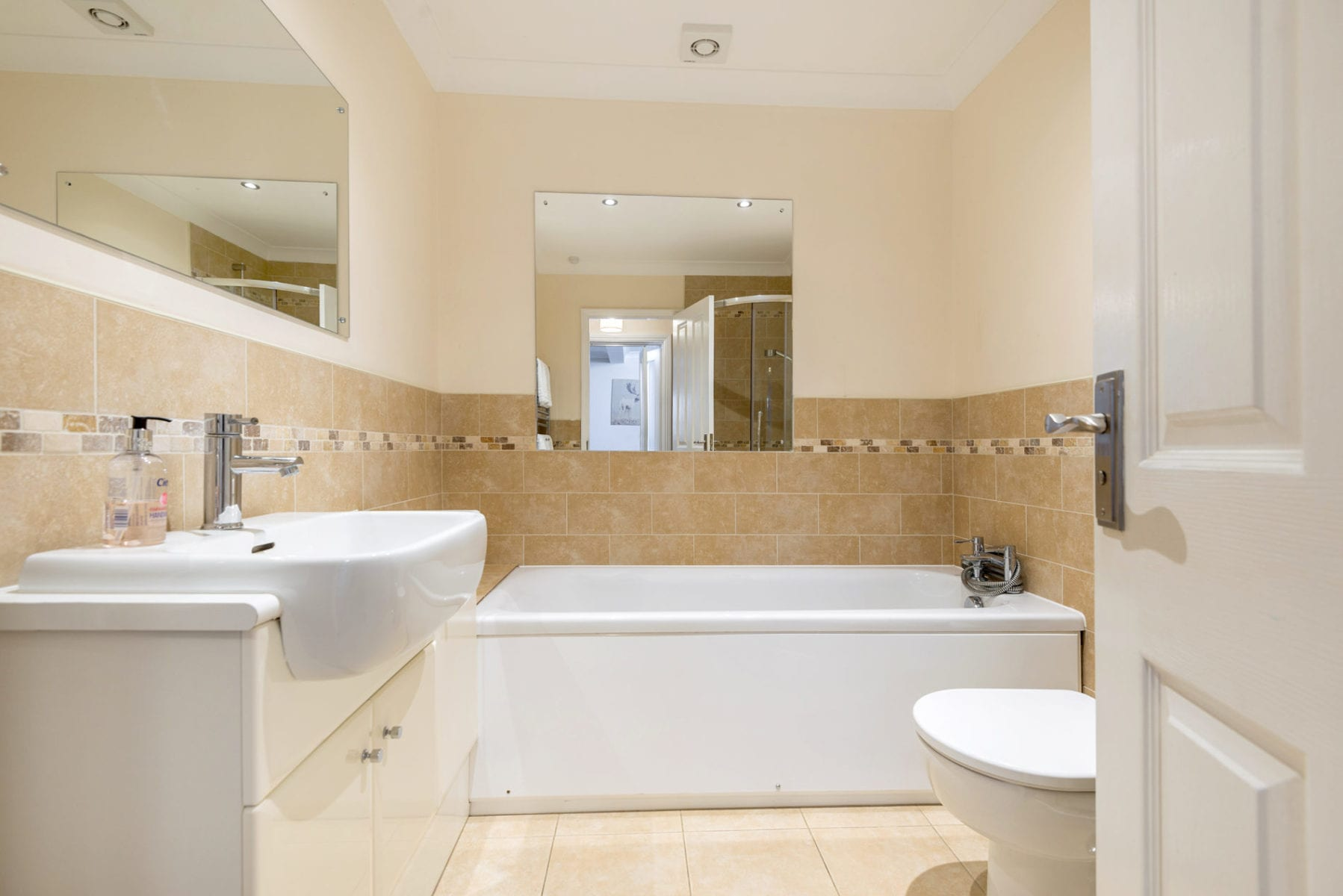Mews Hill Cottage, family bathroom