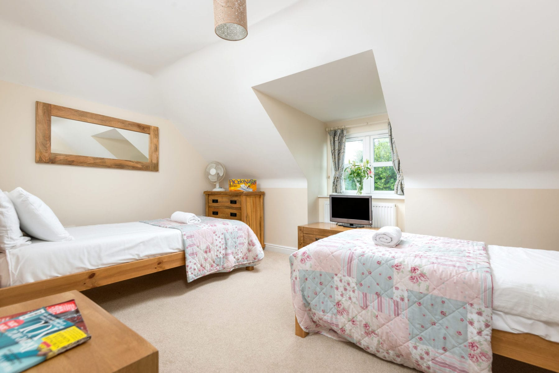 Mews Hill Cottage, twin room with en suite
