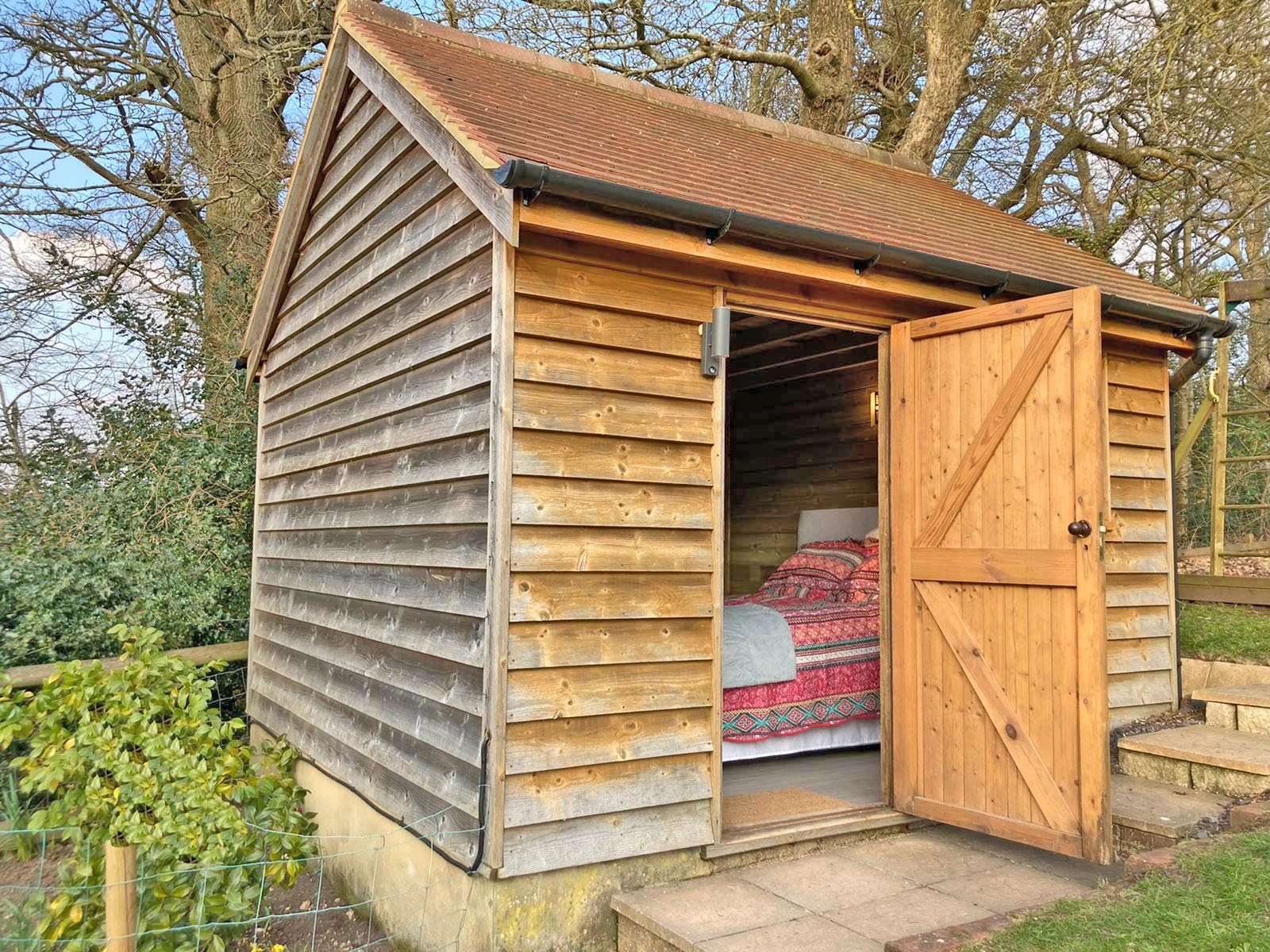 Mews Hill Cottage, Glamping Hut exterior