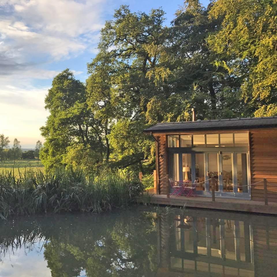 Riverside Lodge, water front